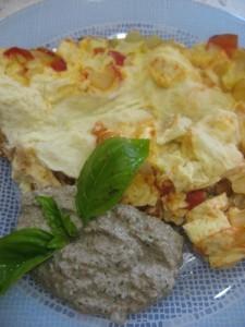 Яичница с сыром и орехом (Акурчача)