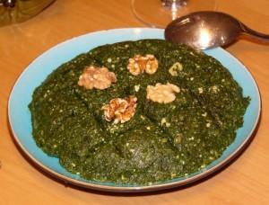 Соус из крапивы и щирицы с орехами